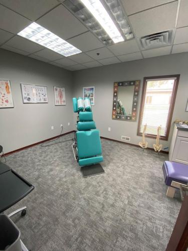 Chiropractic-Adjusting